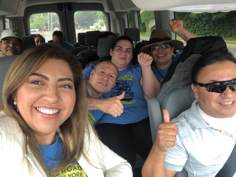 Cientos de activistas y manifestantes viajaron a Albany a presionar por la ley de permisos de manejo para todos