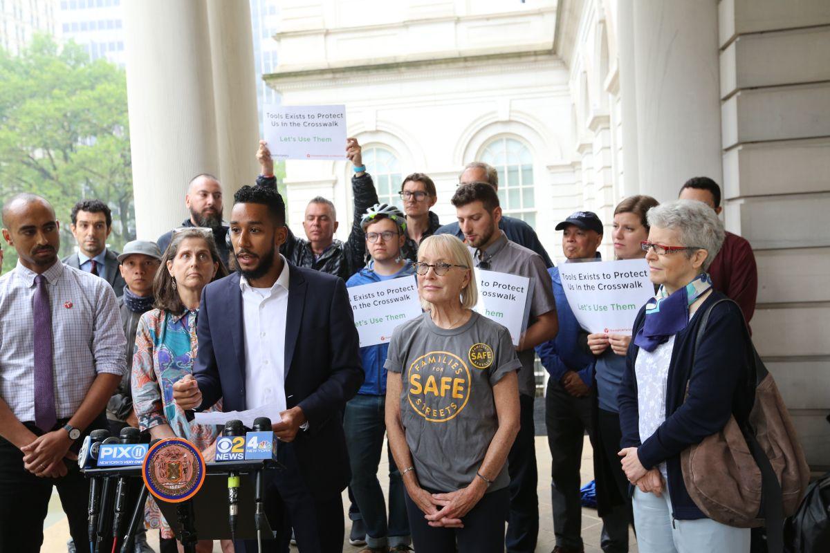 Exigen a NYPD castigos severos a conductores que no respeten el paso a peatones y ciclistas
