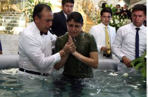 Celebran centenares de bautizos en La Luz del Mundo, pese a acusaciones de su líder