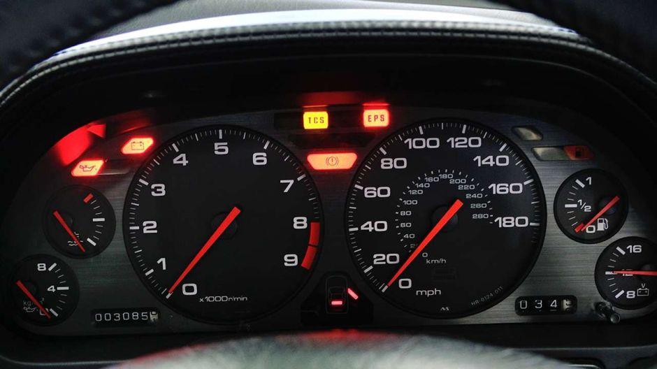 Cómo evitar comprar un auto usado con el millaje alterado