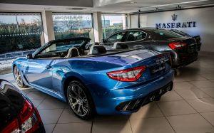¿Qué tipo de vehículos ofrece la casa Maserati y cuáles son sus precios?