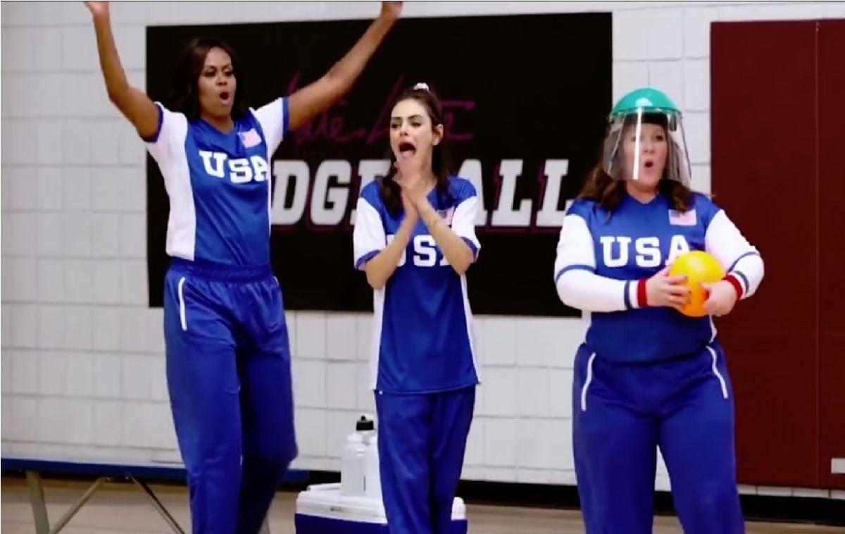 """Michelle Obama causa sensación en la cancha por su habilidad al jugar """"dodgeball"""""""