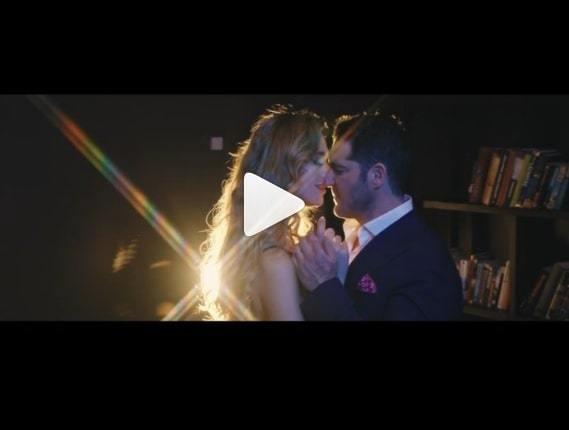 Ángela Ponce protagoniza candente video musical con el cantante Manu Tenorio