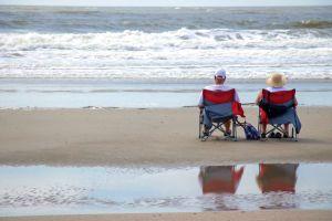 10 opciones económicas de sillas de playa que son fáciles de llevar en tus vacaciones