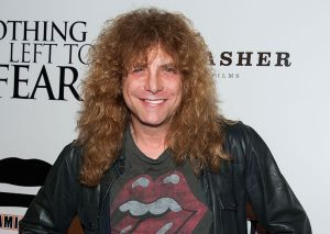 Ex baterista de Guns N' Roses, hospitalizado tras apuñalarse él mismo el estómago