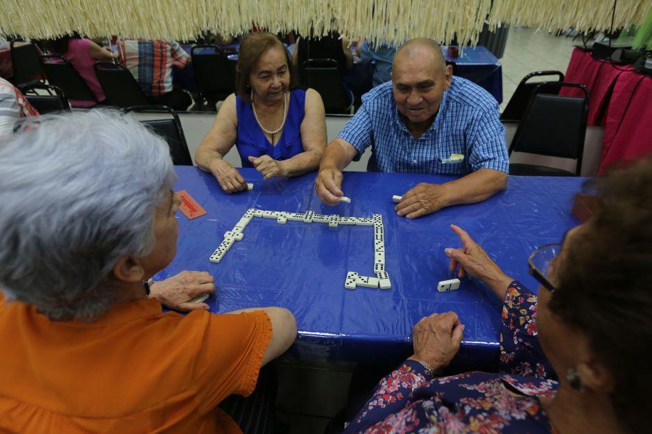 Abuelitos de Queens 'vuelven a la vida' en sus años dorados