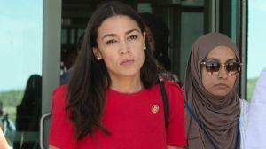 Qué vieron los congresistas que visitaron centros de detención de inmigrantes en EE.UU.