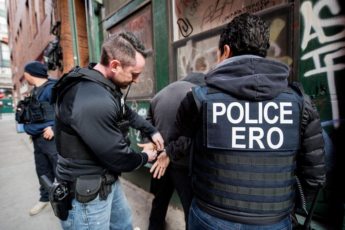 Demandan a empresa por estafas a inmigrantes detenidos