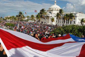 Miles de personas piden la renuncia de Rosselló en manifestación histórica