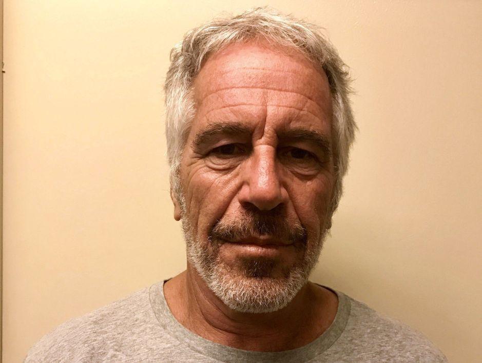 """Supuesta """"madame"""" del suicida Jeffrey Epstein, ¿escondida en mansión de Massachusetts?"""