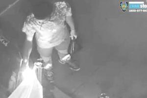 Por segunda vez queman bandera del orgullo gay en bar de Harlem