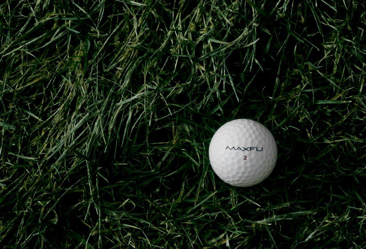 Niña muere al ser impactada por pelota de golf jugada por su padre