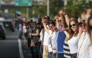 38 pueblos y un abrazo por Puerto Rico: boricuas se unen en una cadena humana