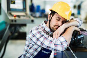 ¿Qué contaminantes pueden afectar la calidad del aire en el trabajo?