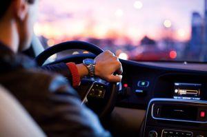 Cómo podemos aplicar el freno de mano para girar de modo evasivo al conducir