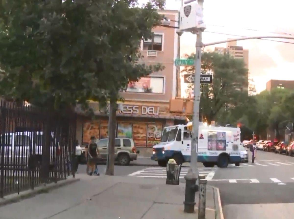 Apuñalan a niño de 5 años en El Bronx mientras caminaba con su madre