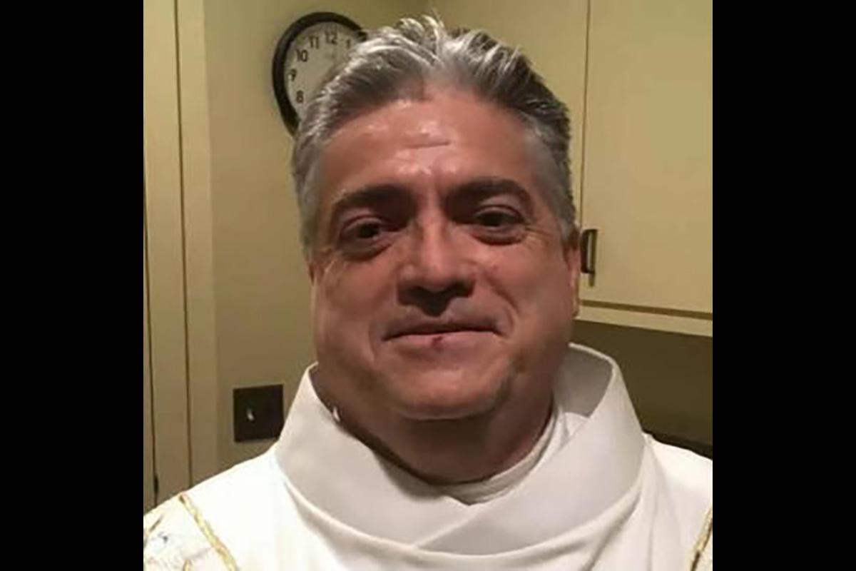 Accidente de auto lleva a arresto de sacerdote en California por robar $95,000