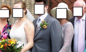 La madre que arruinó la foto de bodas de su hijo de manera muy extraña