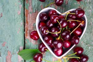 ¿Problemas de tiroides? Prepara este licuado de cerezas y fresas