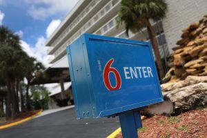 Motel que compartía información con 'La Migra' tendría que pagar hasta $200,000 a cada afectado