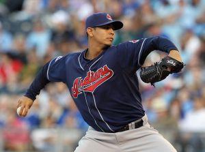 El lanzador de Indios Carlos Carrasco anunció que padece leucemia