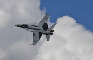 Se estrella avión de combate de la Marina de EEUU en California