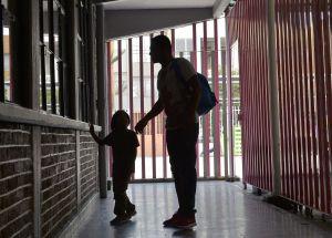 Miedo, sobornos y narcos. Así fue el duro viaje de un migrante guatemalteco y su familia a EEUU