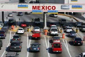Policía mexicana rescata a más de 140 migrantes hacinados en un camión