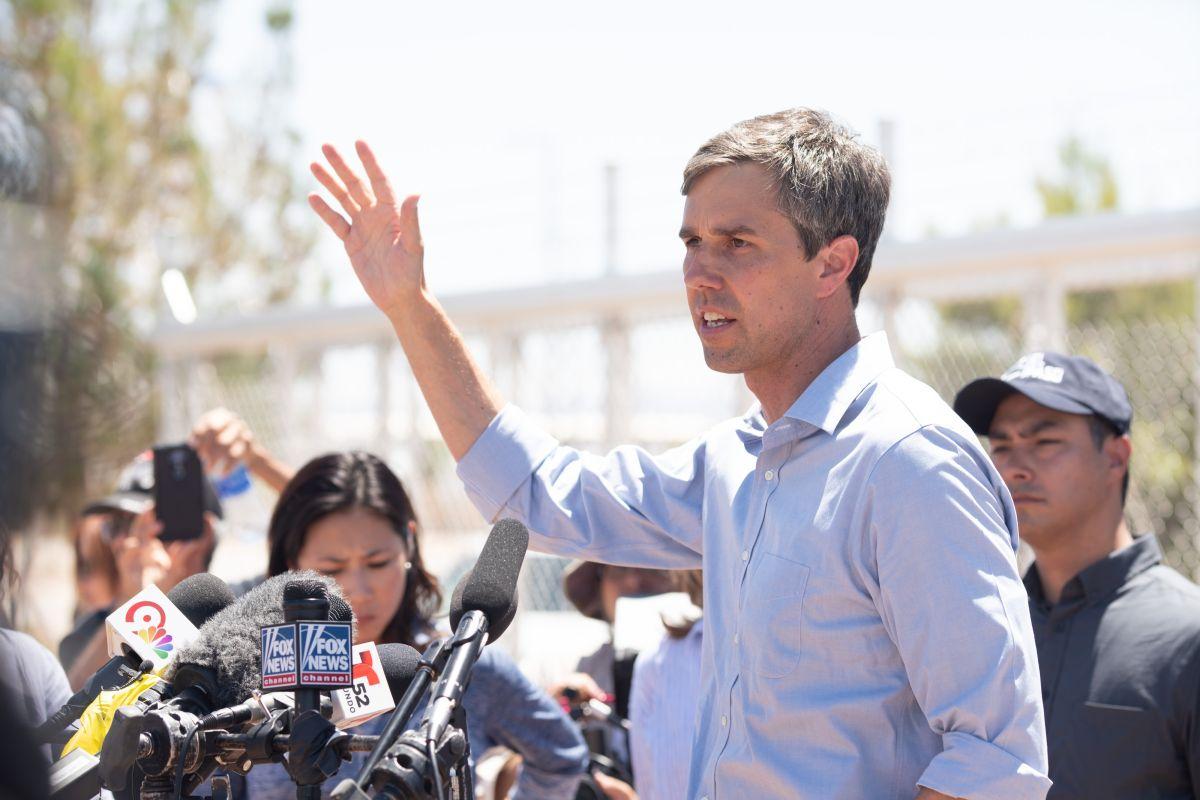 Beto O'Rourke rechaza retorno de inmigrantes y los visita en México