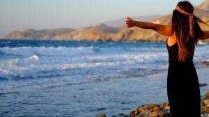 Una pintoresca isla griega ofrece pagar $500 dólares al mes a la gente que vaya a vivir ahí