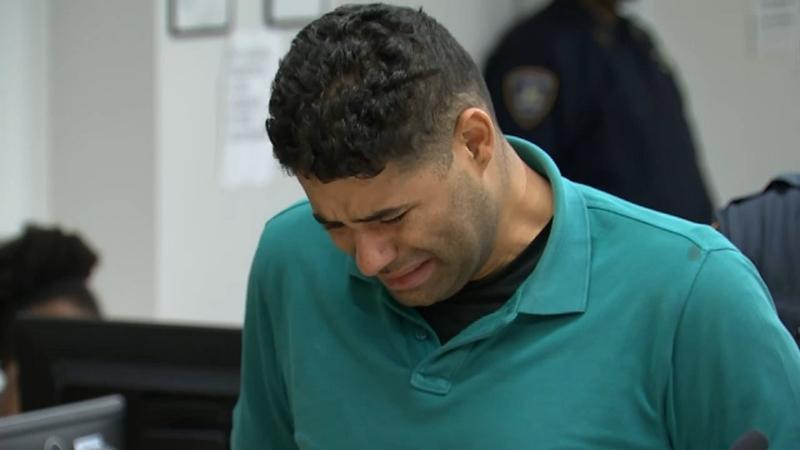 Latino busca explicación médica por haber olvidado a sus gemelos, muertos de calor en su auto en NYC
