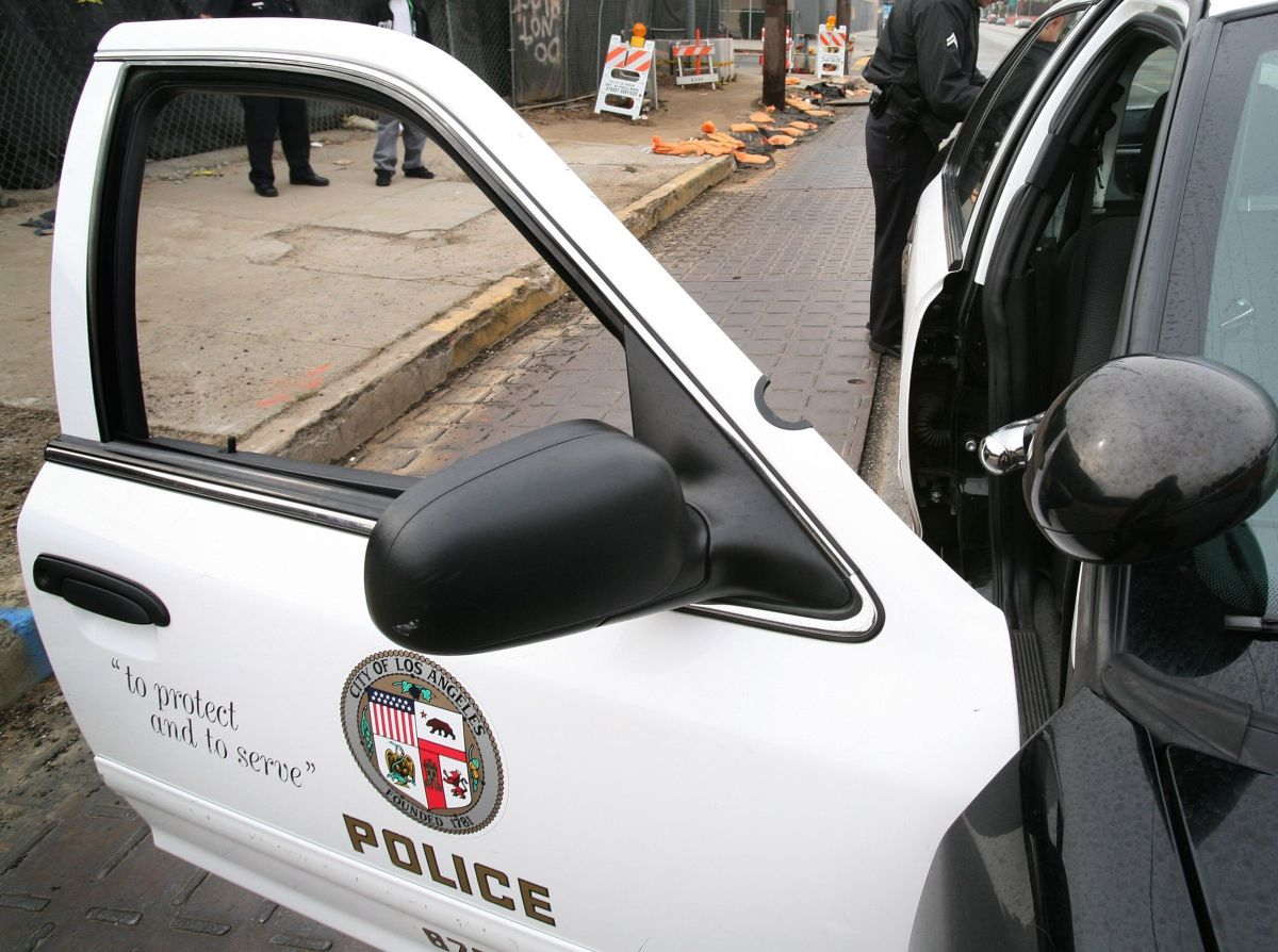 Arrestan a policía de Los Ángeles acusado de violar a dos mujeres