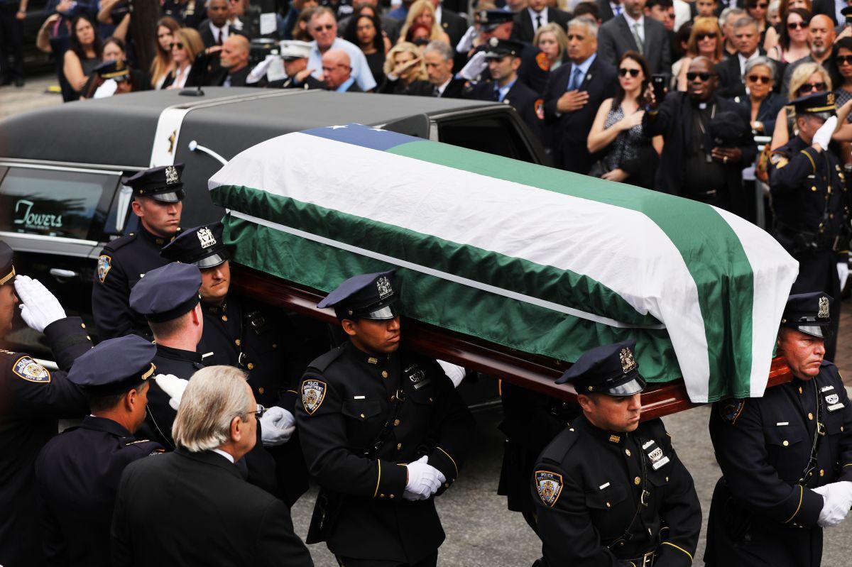 Cientos dan último adiós al héroe del 9/11 Luis Álvarez
