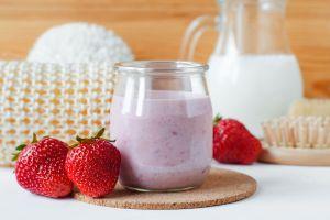 Desayuno raw: smothie bowl de frutos rojos, ideal para bajar de peso