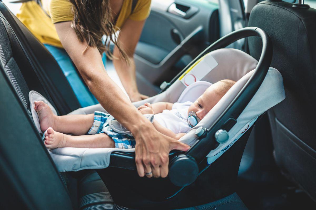 Los padres deben estar muy alertas para evitar la muerte de niños sofocados en autos.