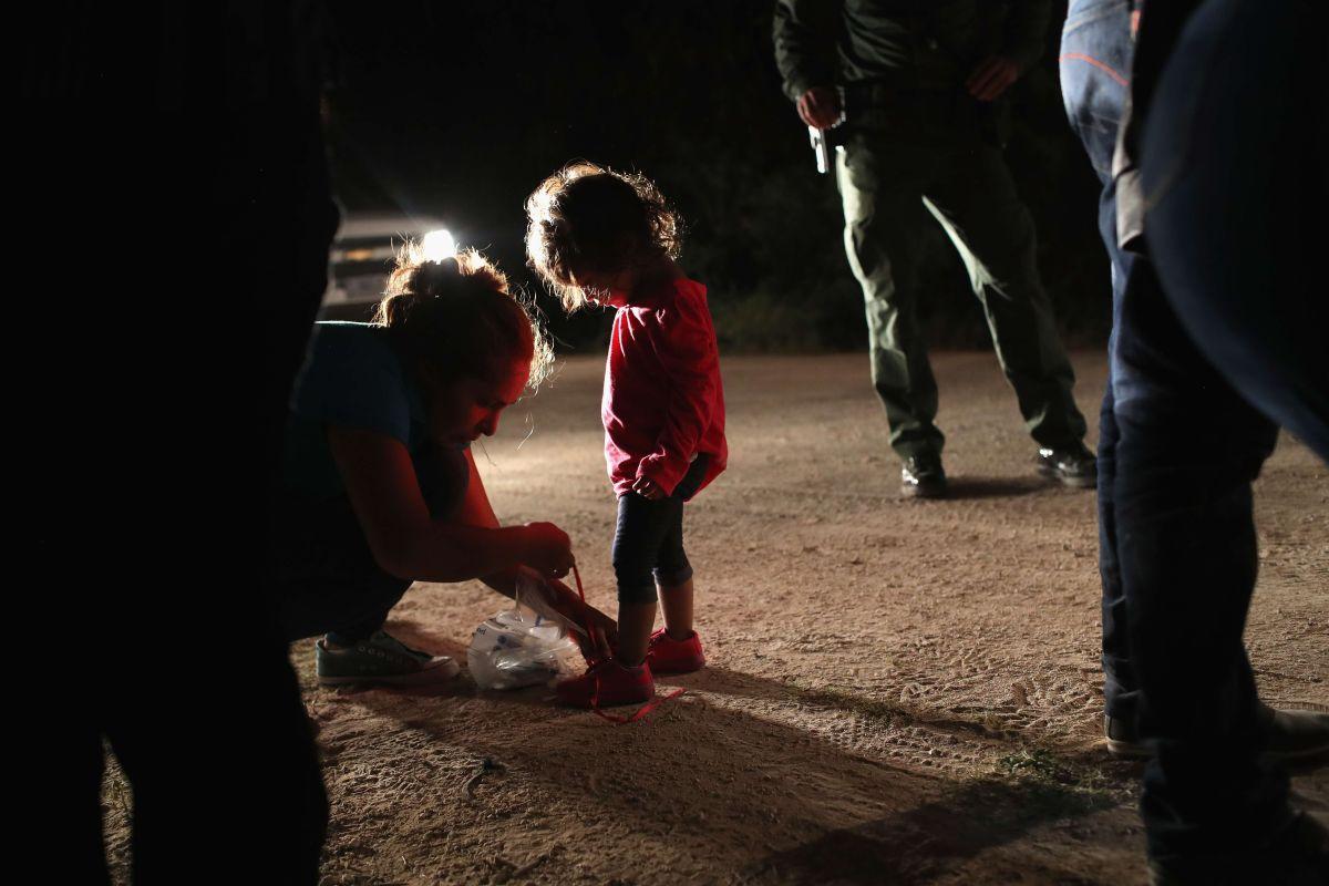 Patrulla Fronteriza de Estados Unidos asegura a menores no acompañados.