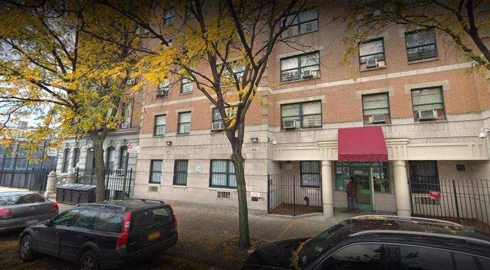 Infierno en NYCHA: vecinos atrapados por ascensor dañado en plena ola de calor