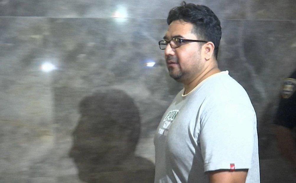 Condenan a detective hispano que cobraba por ignorar red de prostitución y apuestas en Nueva York