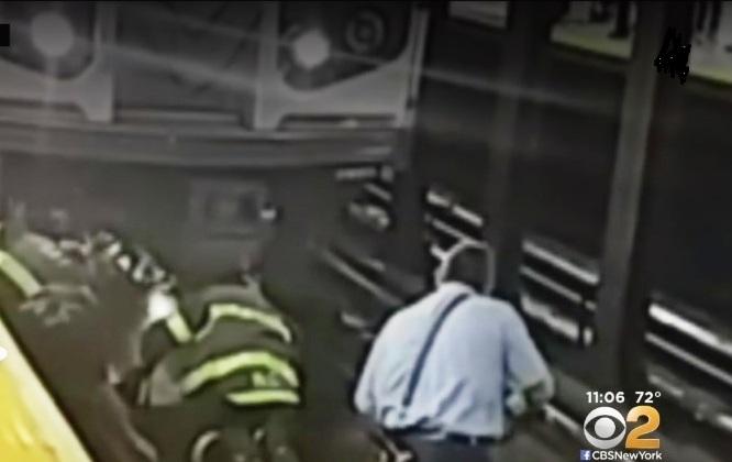 Pasajero sobrevive milagrosamente: le pasó el Metro de Nueva York por encima