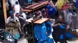 VIDEO: 10 ladrones roban $30,000 dólares de mercancía en una tienda en sólo 30 segundos