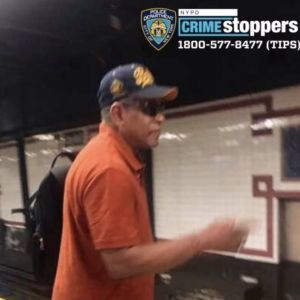 Policía busca a hombre por tocar a menor en el Metro de Nueva York
