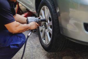 Cómo cambiar los neumáticos de manera rápida y segura con una llave de impacto