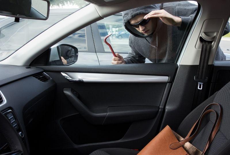 Mi seguro de auto, ¿cubre objetos personales?