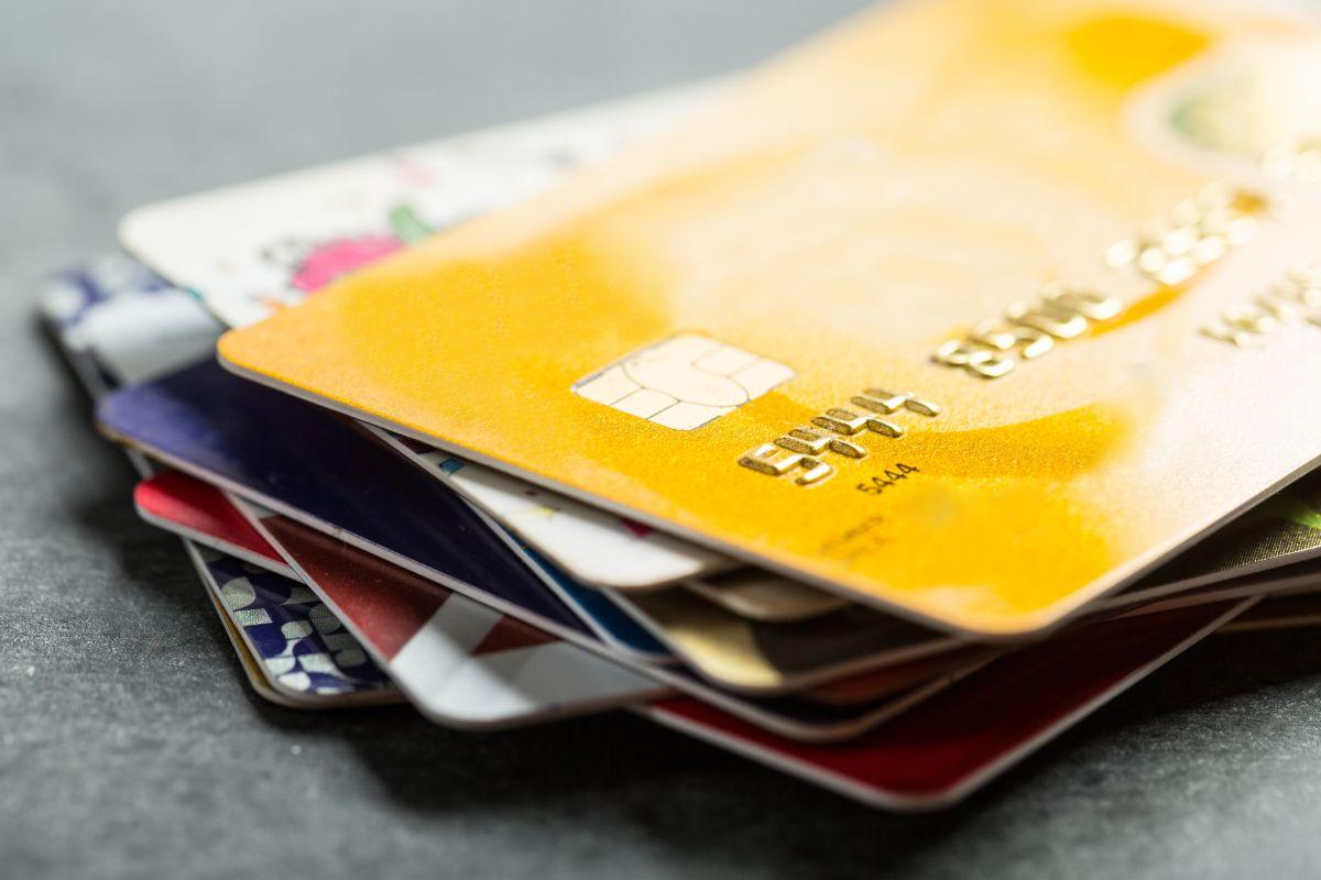 La propuesta de enviar un nuevo pago de estímulo con una tarjeta débito