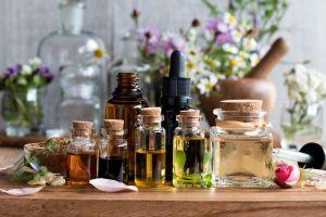 Todo lo que necesitas saber sobre los aceites esenciales en su día