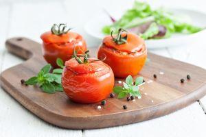 Receta saludable: jugosos tomates, rellenos de atún y pasta