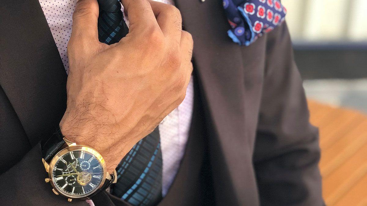3 errores que cometen los hombres al comprar ropa y relojes