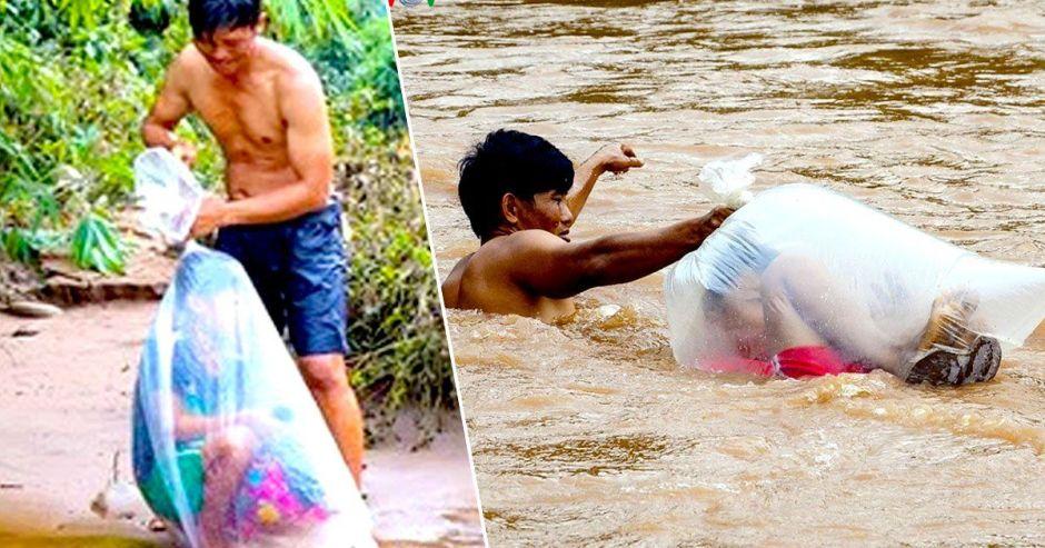 Niños cruzan el río metidos en sacos de plástico