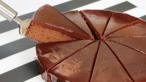 Una mujer se comió la mitad de un pastel en Walmart ¡para tener un 50% de descuento!