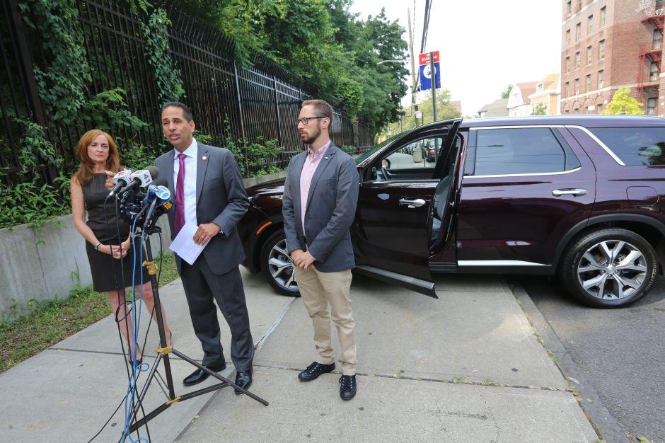 Promueven ley para evitar que más niños mueran en carros por descuido